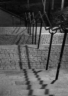 rue Eugene-Atget - Paris 13ème - Cette voie comporte des escaliers et communique avec le boulevard Auguste-Blanqui en passant sous un immeuble privé.