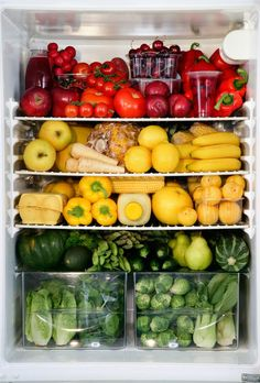 Top Rated Fruits and Veggies; Consider adding a wide variety of fruits and veggies to your diet to meet daily nutritional goals. Eating a wide variety of fruit and veggies will benefit your health in so many ways! Healthy Fridge, Healthy Snacks, Healthy Eating, Healthy Recipes, Fruit And Veg, Fruits And Veggies, Vegetables, Whole Foods, Whole Food Recipes