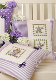 Cross Stitch on pillows Small Pillows, Decorative Pillows, Bed Pillows, Cushion Covers, Pillow Covers, Sewing Crafts, Sewing Projects, Patchwork Cushion, Cross Stitch Finishing