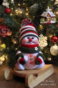 Crochet ideas that you'll love Easy Homemade Christmas Gifts, Easy Christmas Crafts, Christmas Snowman, Simple Christmas, Christmas Ornaments, Handmade Christmas Decorations, Holiday Decor, Christmas Toilet Paper, Diy Crafts