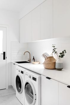 7 Small Laundry Room Design Ideas - Des Home Design Laundry Decor, Laundry Room Organization, Laundry Room Design, Laundry In Bathroom, Laundry Cupboard, Laundry Cabinets, Laundry Basket, Kitchen Cabinets, White Laundry Rooms