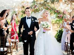 'Pitch Perfect' costars Anna Camp and Skylar Astin got hitched over the weekend and they're all kinds of aca-dorable! 😍✨ Fellow stars Elizabeth Banks, Brittany Snow, and Rebel Wilson all attended their California nuptials, too. Anna Camp Wedding, Wedding After Party, Chic Wedding, Perfect Wedding, Dream Wedding, Wedding Cake, Floral Wedding, Wedding Reception, Wedding 2015