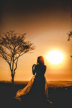 Serenity at Last Sunset Photography, Girl Photography Poses, Shadow Photos, Silhouette Photography, Foto Instagram, Foto Pose, Beautiful Moments, Belle Photo, Senior Portraits