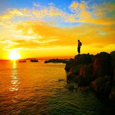 Robertequis contemplando la puesta de sol en el cabo San Vicente,  O'Grove cerca de A Toxa. Uno de los lugares mas bonitos de la tierra, donde contemplar no solo una puesta de sol. Celestial, Sunset, Cabo, Gallery, Spain, Photos, Outdoor, Instagram, San Vicente