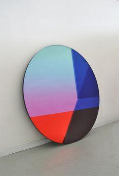 Tendance translucide : Miroir Big Round, Sabine Marcelis et Brit van Nerven.