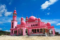 Maguindanao's Pink Mosque and Inaul Weaving Center ~ Escape Manila Pink Mosque, Foto Blog, Modern Traditional, Manila, Continents, Philippines, Taj Mahal, Building, Travel