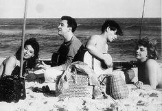 FOTOS RARAS E EXTRAORDINÁRIAS: nada como um dia na praia — com Marilyn e Garrincha, com Einstein e a princesa Grace, ou Elvis, Catherine Deneuve, Tom Jobim e Picasso | Ricardo Setti - VEJA.com