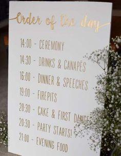 Luckier adapted wedding table decor layouts look here Perfect Wedding, Fall Wedding, Our Wedding, Wedding Order Of The Day, Wedding Ceremony, Wedding Stuff, Destination Wedding, Quirky Wedding, Glitter Wedding