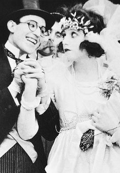 Harold Lloyd & Bebe Daniels in Bride and Gloom Harold Lloyd, Silent Film Stars, Movie Stars, Bebe Daniels, Silent Comedy, Vintage Couples, Old Hollywood Movies, Child Actresses, Comedy Films