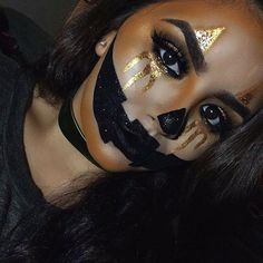 Are you looking for ideas for your Halloween make-up? Browse around this site for creepy Halloween makeup looks. Creepy Halloween Makeup, Halloween Inspo, Halloween Kostüm, Halloween Pumpkin Makeup, Halloween Makeup Glitter, Awesome Halloween Costumes, Simple Halloween Makeup, Beautiful Halloween Makeup, Helloween Party