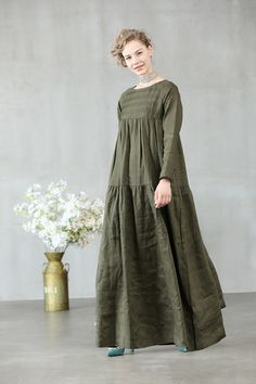 maxi linen dress in sage green and white loose fitting dress maxi linen dress in sage green and white loose fitting dress Linen Dresses, Cotton Dresses, Casual Dresses, Muslim Fashion, Hijab Fashion, Fashion Dresses, Abaya Mode, Mode Hijab, Tuck Dress
