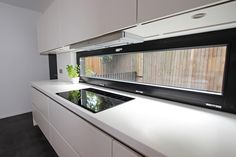 White lacquer Kitchen - Kitchen hob under window - Discover more at www.lwk-home.com