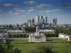 the queen's house, with the most wonderful backdrop. best in the late evenings of summer, greenwich University Of Greenwich, Greenwich London, London Guide, Day Trips From London, Castles In England, London Landmarks, London Architecture, Artwork Ideas, Old London