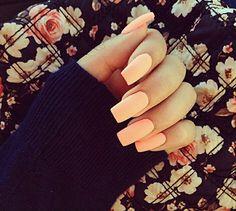 Peach nails'