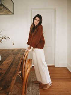 Our High Rise Pant in Bone is the perfect canvas for any fall look. Pair them with a cozy cardigan for a relaxed feel or make a statement by layering them with your favorite fall coat. Mode Outfits, Fall Outfits, Fashion Outfits, 20s Fashion, Travel Outfits, Petite Fashion, Fashion Styles, Everyday Fashion, Retro Fashion