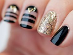 Newest 45 Negative Space Nails Negative space may be a minimalist kind of nail art, which may New Year's Nails, Great Nails, Fun Nails, Hair And Nails, Gold Nails, Nagel Bling, Nailed It, Negative Space Nails, Studded Nails