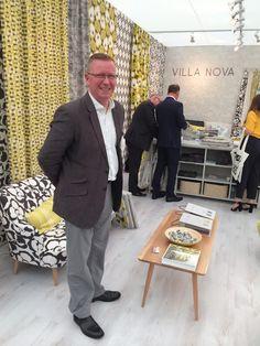 Villa Nova, Fabrics and Wallcoverings op Decorex in Londen met Tony Butler, contract manager voor de Romo groep.