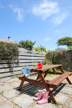 Dating back to the 1800's and nestled by the road with open countryside in its view and the ocean on the horizon; Tregean Cottage possesses immense charm and character. From £316 per week.  http://www.cornishcottageholidays.co.uk/html/property_detail.php?pid=634