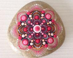 Punto rock arte Mandala pintado piedra hadas por CreateAndCherish