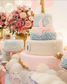 Bolo lindo para o tema fundo do mar ! Decoração @fadasmadrinhasdecoracoes #loucaporfestas #cake #bolo #cakelpf #bololpf #caledesigner #bolodecorado