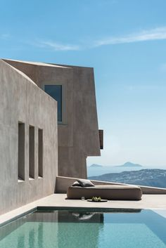 Set on a sloping site, House in Pyrgos is surrounded by vineyards and faces the Aegean Sea. Its angular, projecting form is designed to recall a rocky outcrop and the fortifications of the Greek island's old castles. Architect House, Architect Design, Design Exterior, Interior And Exterior, Future House, Escape, Modern Architecture, Greece Architecture, Ancient Architecture