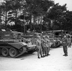 1ra Divsión Blindada Polaca - Tanques Cromwell, 1944. A la derecha se ve al General Stanisław Maczek.