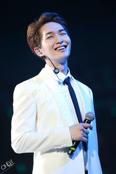 That smile, I can't Shinee Onew, Lee Taemin, Minho, Shinee Albums, Lee Jinki, Kim Kibum, Beautiful Smile, Kpop Boy, Tecnologia