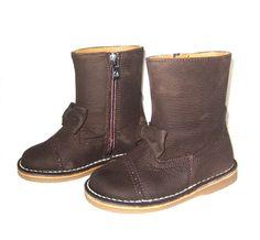 Botas de piel marrón con lazo para niña, de Eli (envío gratis)