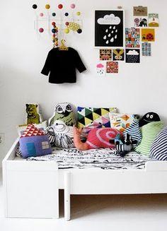 nice pillows on kids bed - La maison d'Anna G.
