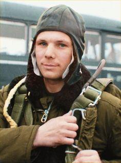 damn okay i see you Yuri Gagarin Yuri, Juri Gagarin, Nasa, Valentina Tereshkova, Armor Clothing, Space Race, Space Images, Retro Futuristic, Image Processing