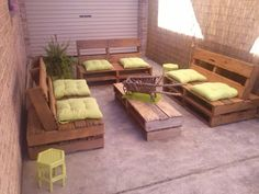 The outside furniture with pallet timber can seem extraordinary and lovely. In case you layout a pallet sofa and paint it with bright coloration and area. Pallet Furniture Designs, Pallet Patio Furniture, Outdoor Furniture Plans, Outside Furniture, Pallet Sofa, Wood Sofa, Upcycled Furniture, Outdoor Sofa, Furniture Ideas