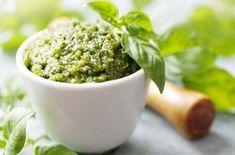 Cómo hacer pesto casero | EROSKI CONSUMER. El pesto es una salsa típica de Italia muy sencilla de preparar y con muchas variantes que aportan matices de sabor y textura a los platos
