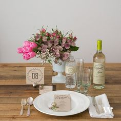 By adding a few stationery touches to your table decor, it is easy and inexpensive to get a gorgeous table set up. We love this rustic table setting using Kraft Paper stationery products!