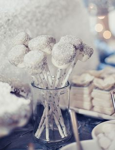 Winter Wonderland Holiday Party Silver and white winter wonderland marshmallow pops. So cute for winter themed baby shower.Silver and white winter wonderland marshmallow pops. So cute for winter themed baby shower. Winter Wonderland Decorations, Winter Wonderland Birthday, Winter Birthday, Frozen Birthday, Winter Party Decorations, Decoration Party, Baby Shower Winter, Baby Winter, Winter Kids