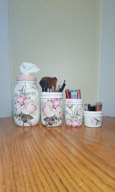 Decoupage Jars, Decoupage Vintage, Decoupage Furniture, Painted Furniture, Furniture Design, Mason Jar Vases, Mason Jar Crafts, Makeup Storage, Makeup Organization