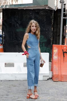 Denim jumpsuit, coral suede heels, and a bandana - The Last Hurrah - Man Repeller Style Outfits, Mode Outfits, Summer Outfits, Looks Style, Style Me, Look Fashion, Fashion Beauty, Jeans Fashion, Mode Hipster