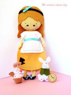 Alice in wonderland Doll Maker, Through The Looking Glass, Felt Toys, Fabric Dolls, Felt Crafts, Plushies, Alice In Wonderland, Rabbit, Presents