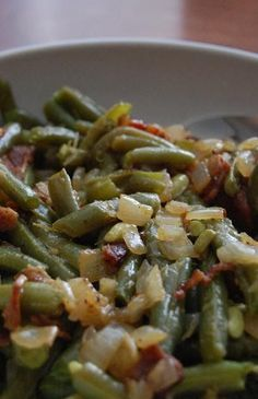 Heritage Schoolhouse: Home Style Green Beans:  fresh green beans 1/2 pound bacon 1/2 small onion, diced 1 teaspoon cider vinegar 1 teaspoon dark brown sugar salt and pepper to taste