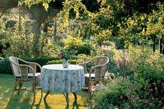 Make the garden easy to care for - Garten - Outdoor Furniture Sets, Outdoor Decor, Cottage Garden, Green Garden, Front Garden, Outdoor, Low Maintenance Garden, Creative Gardening, Rock Garden