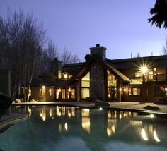Bruce Willis has listed his home in Hailey, Idaho
