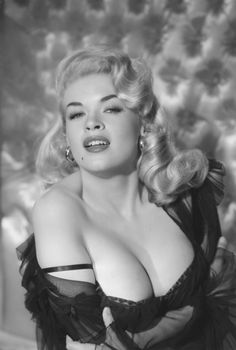 Thousands of images about Actresses Jayne Mansfield, Old Hollywood Stars, Old Hollywood Glamour, Vintage Hollywood, Divas, Etat Civil, Actrices Hollywood, Mariska Hargitay, Playboy Playmates