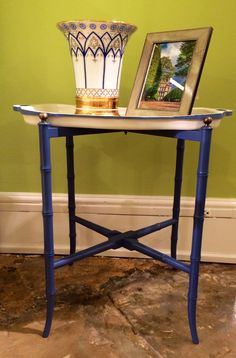 Chelsea House 200 N. Hamilton St. Sandburg Tray Table in blue and white