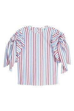 Een gestreepte blouse van geweven katoenmix met een rechte pasvorm. De blouse heeft korte, ingerimpelde mouwen met strikbanden bovenaan en een splitje met e
