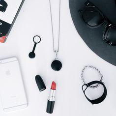近年では「UP by Jawbone」「Fitbit」など、運動量や睡眠時間を記録する活動量計として機能するウエアラブルデバイスが発売されています。その中でも、今回はDiFa編集長も愛用しているという、MISFIT社が発売しているアクティビティモニター「MISFIT SHINE」をピックアップ。