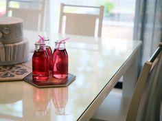 Pohjanmaan Metro-pöytä ja Koru-tuolit muodostavat ajattoman, mutta samaan aikaan näyttävän ruokaryhmän. Käy ihastelemassa Asuntomessuilla kohteessa 3 Omatalo Ajatus! Omasi saat hankittua Askosta.  #pohjanmaan #asuntomessut2017 #omataloajatus