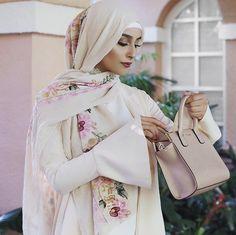 She got class Muslim Women Fashion, Arab Fashion, Islamic Fashion, Modest Fashion, Hijabs, Beauty Lookbook, Hijab Look, Hijab Trends, Modest Wear