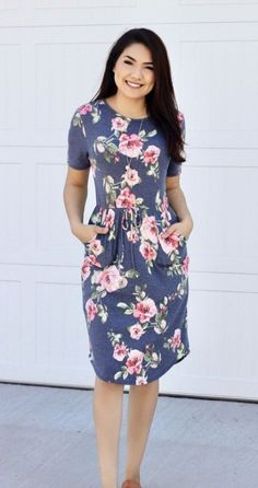 Feminine Casual Gray Floral Midi Dress with New tied waists and pockets! From Super pretty. Getting Into The Spring Chic Style. Perfect for spring, and your closet! Modest Dresses, Trendy Dresses, Modest Outfits, Skirt Outfits, Cheap Dresses, Plus Size Dresses, Casual Dresses, Sexy Dresses, Club Dresses