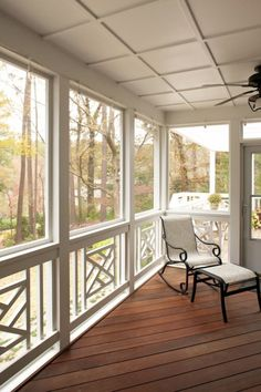 Porch railing can be a good idea because it gives a safe place for kids to not going out from home. Here are some porch railing ideas to make your home more eye catching. House Design, Home, House With Porch, Decks And Porches, Front Porch Railings, Porch Design, Screened Porch Designs, Porch Railing, Wooden Porch
