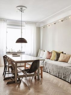 my scandinavian home: A Delightful, Pared-Back Swedish family Home Scandinavian Apartment, Scandinavian Home, Dining Room Design, Dining Room Furniture, Dining Area, Dining Rooms, Dining Table, Home And Living, Home And Family