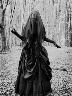 The lady in black - Retro Halloween Costume ideas - vintage Halloween idea  - Crazy Costumes